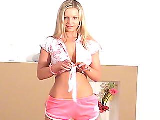 Teen liliane shows her beautiful backside