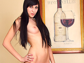 Black haired hottie makes herself cum with her fingers